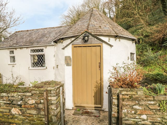 MILLSTREAM, character holiday cottage in Tintagel, Ref 983