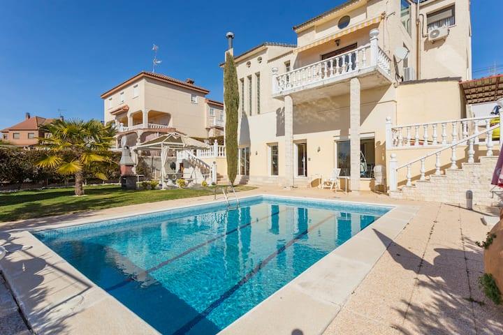 Madrid city modern  apartment in villa, free WIFI