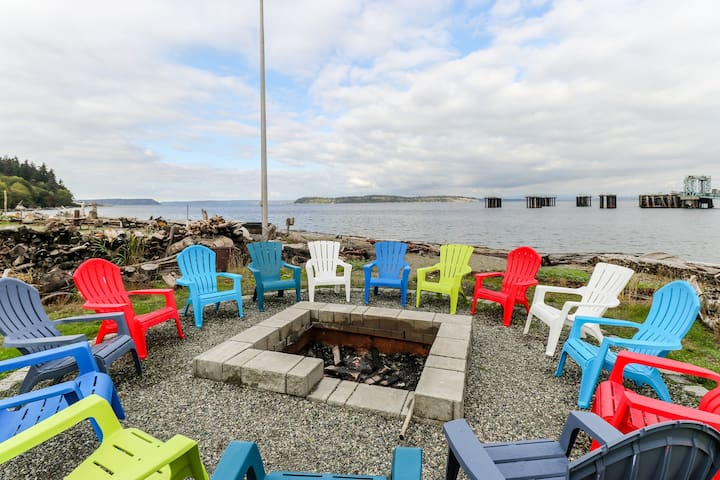 Beautiful waterfront home with gorgeous views - dogs ok!
