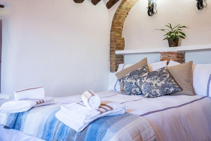Serenety Holistic House Tranquility - Alfarnatejo - Bed & Breakfast