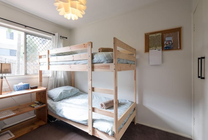 Affordable Stay in a Metro Suburb!