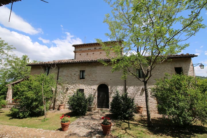 Estate with pool, at walking distance from Cagli and near a river
