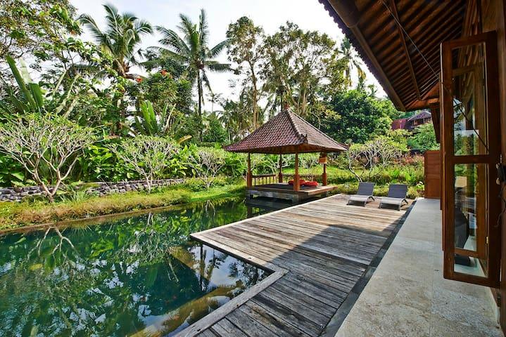 Poolside Suite at Pondok Wahyu