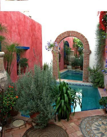 Award Winning Guesthouse - 1 Room - Pinos del Valle - House