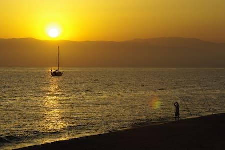AMPLIA TERRAZA INMEJORABLES VISTAS  - Isleta del Moro (Almería)