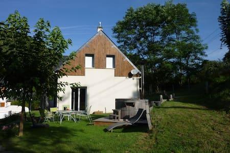 Belle maison avec bain extérieur - Maison