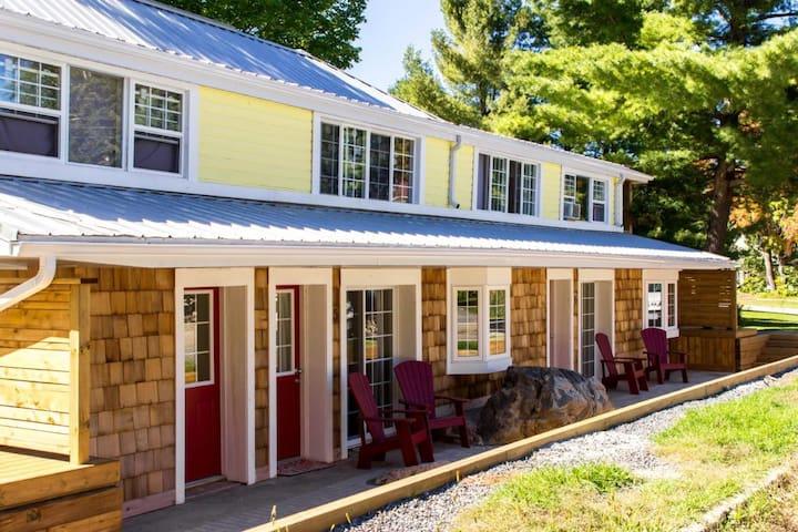 Lone Pine Inn - Patio Suite