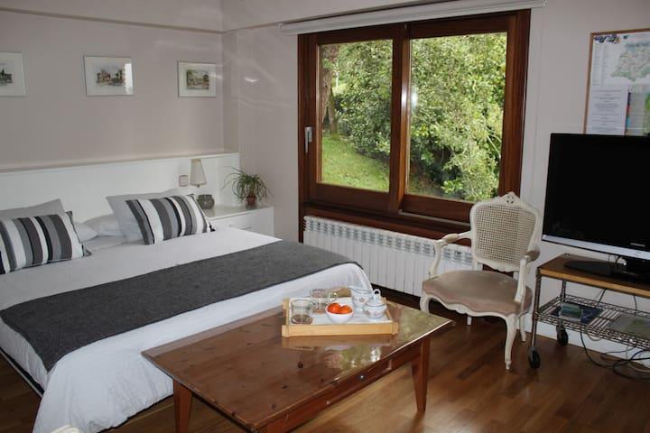 Habitación con baño,desayuno y aparcamiento gratis