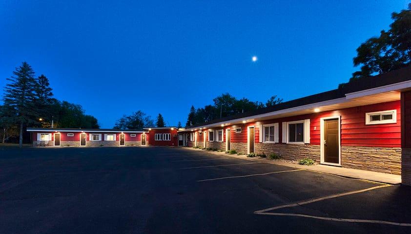 Superior Bay Boutique Motel Unit #8