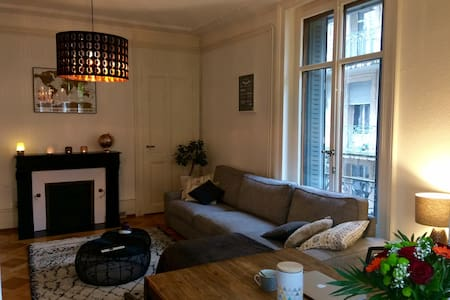 Bedroom and private terrace in Lausanne - Lausanne - Apartment