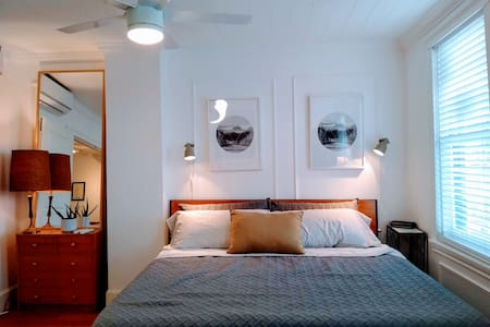 Private 2nd floor suite in hipster Fishtown