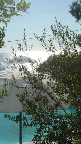 PIETRA/GIALLO vista mare