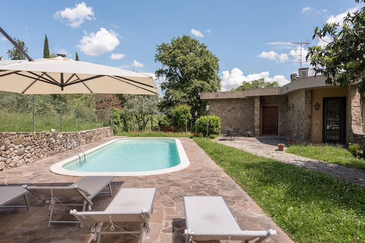 Villa with swimming pool - Hills of Florence