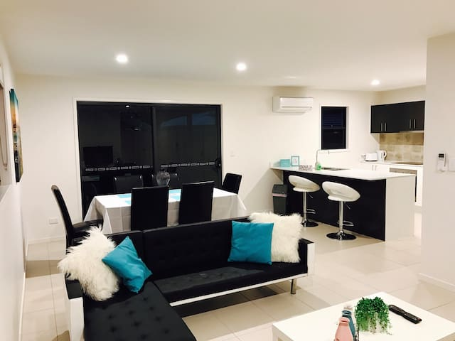 Entire home next to beach & CBD! - Scarness - Apartment
