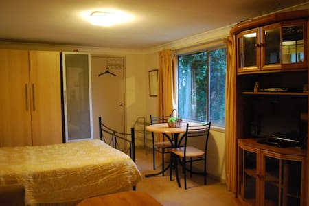 Fully furnished selfcontained studio - Normanhurst - 獨棟