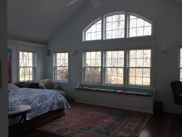 Spacious & Spectacular Master Suite - Old Bennington - Hus