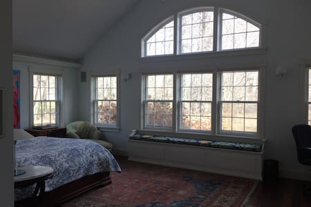 Spacious & Spectacular Master Suite - Old Bennington