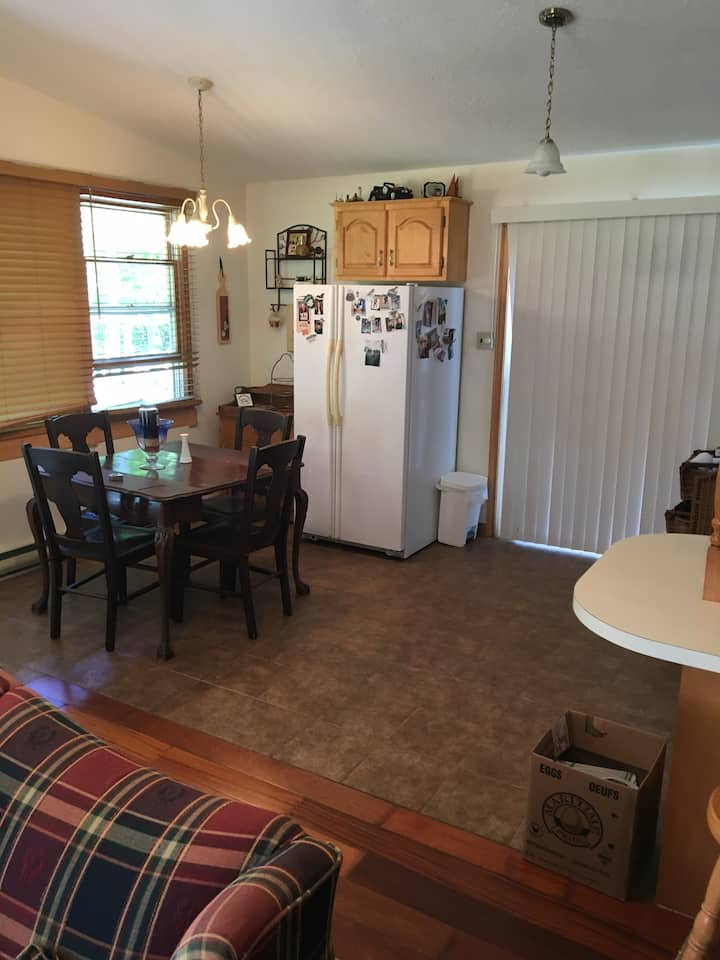 Cozy 2 bedroom cottage, close to private beach.