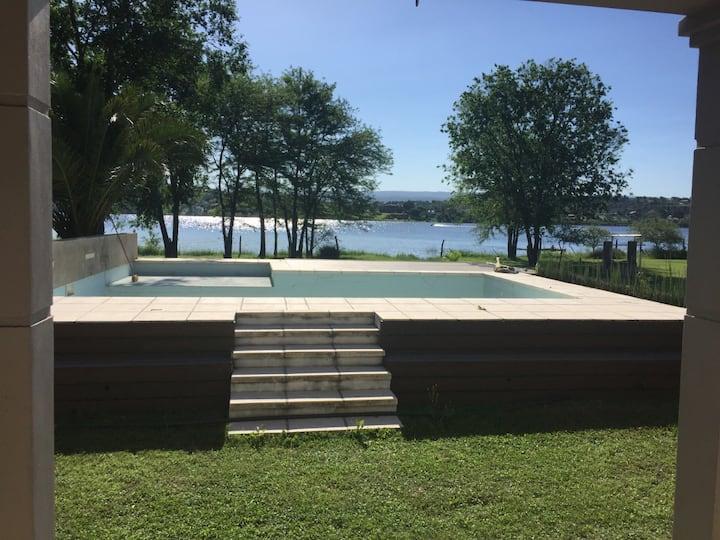 Casa frente al lago