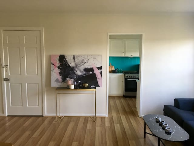 GORGEOUS large,private, bright, central apartment! - Camberwell