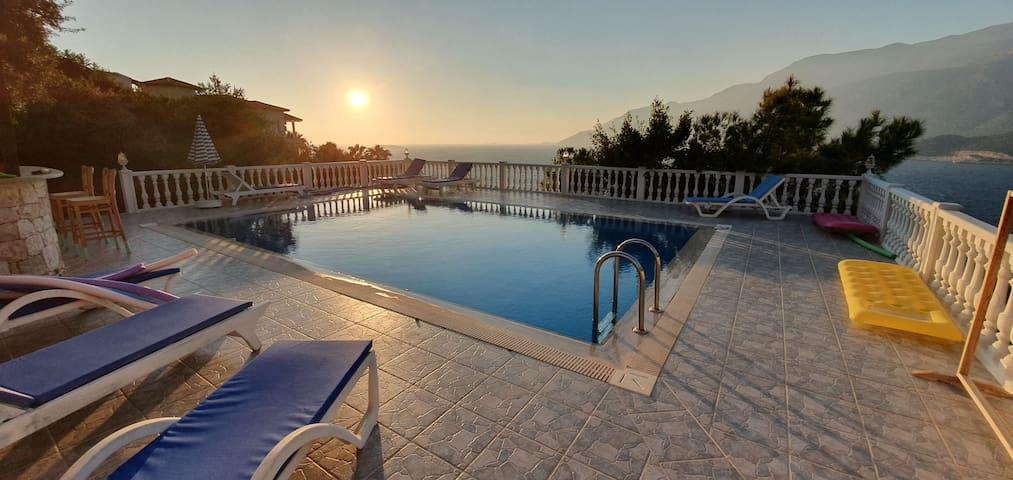 Cozy bungalow with amazing seaview, secret garden