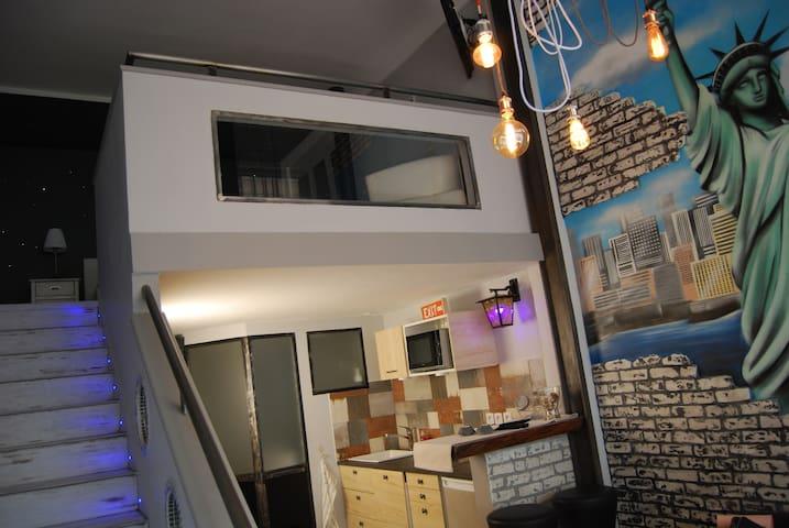 Deux Pièces en Duplex.  Refait à neuf !!!!!
