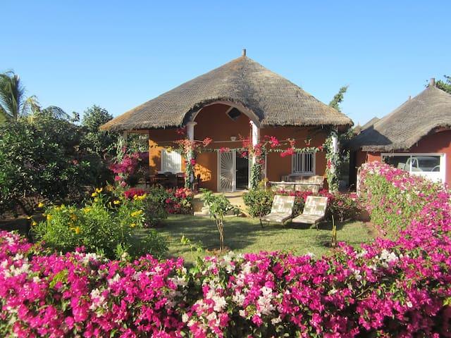 SALY, villa dans résidence de très bon standing - Saly - House