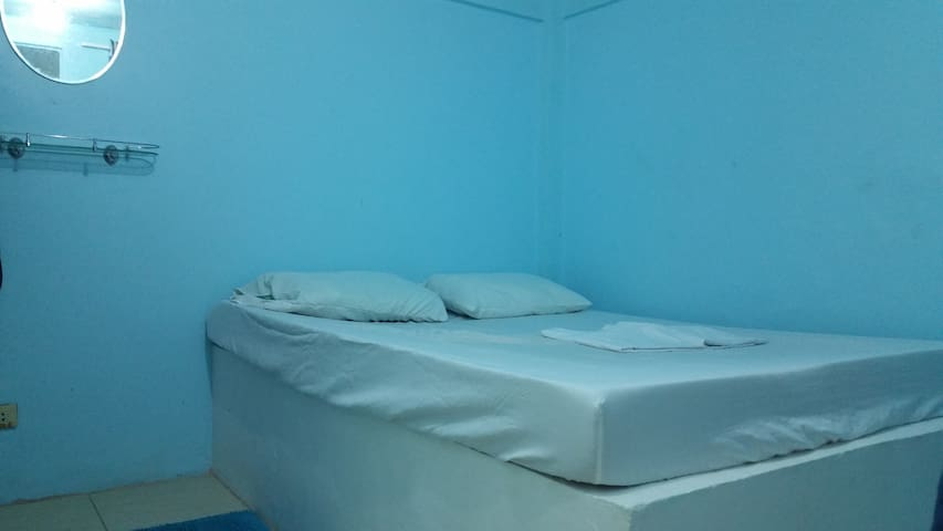 Groovy Blue Hostel, Basic Queen Mattress Bedroom - Puerto Galera - Hostel