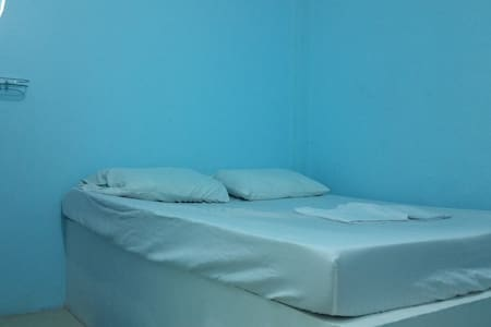 Groovy Blue Hostel, near beach, bball & lighthouse - Puerto Galera