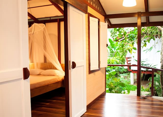 Jungle Bungalow for two - close to Playa Chiquita