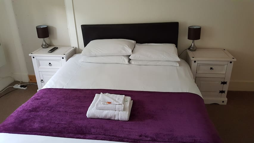 Double Room c/w Private WC at Station Guest House