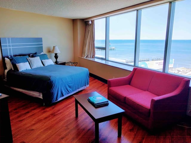 Beachfront Studio Condo w/ Spectacular Views!