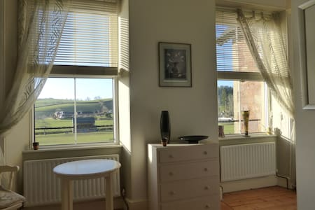 Two double rooms on edge of village - Wiveliscombe - Huis