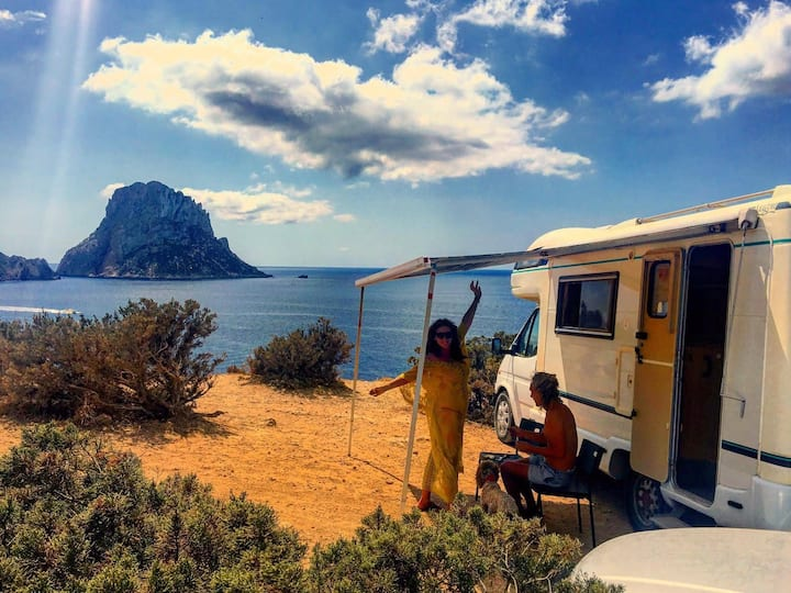 Gorgeous Vintage Motorhome by the beach