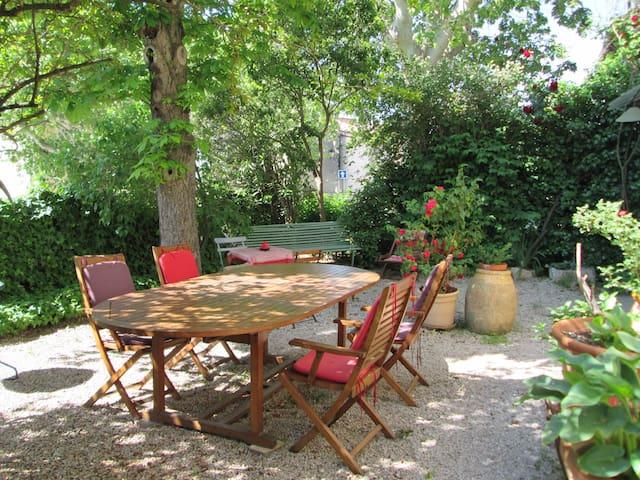 Maison coeur de village 17km d'Aix - coudoux
