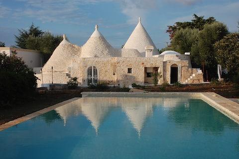 Trulli, Olives and Swimming Pool - Ostuni