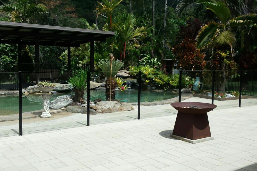 acreage tropical gardens pool creek guest suites for. Black Bedroom Furniture Sets. Home Design Ideas