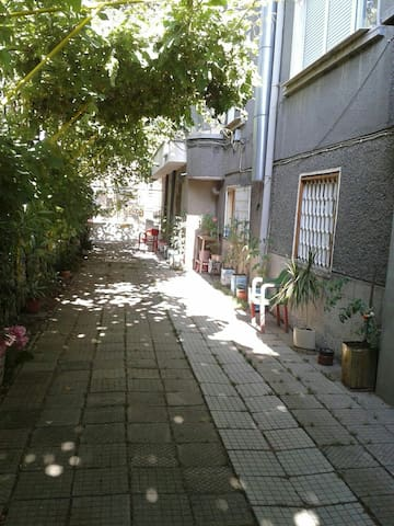 Sunny and clean attic apartment in a nice house - Plovdiv - Casa
