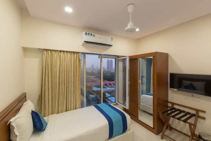 Next to Elphinstone stn - Private rooms+Wifi+AC+TV