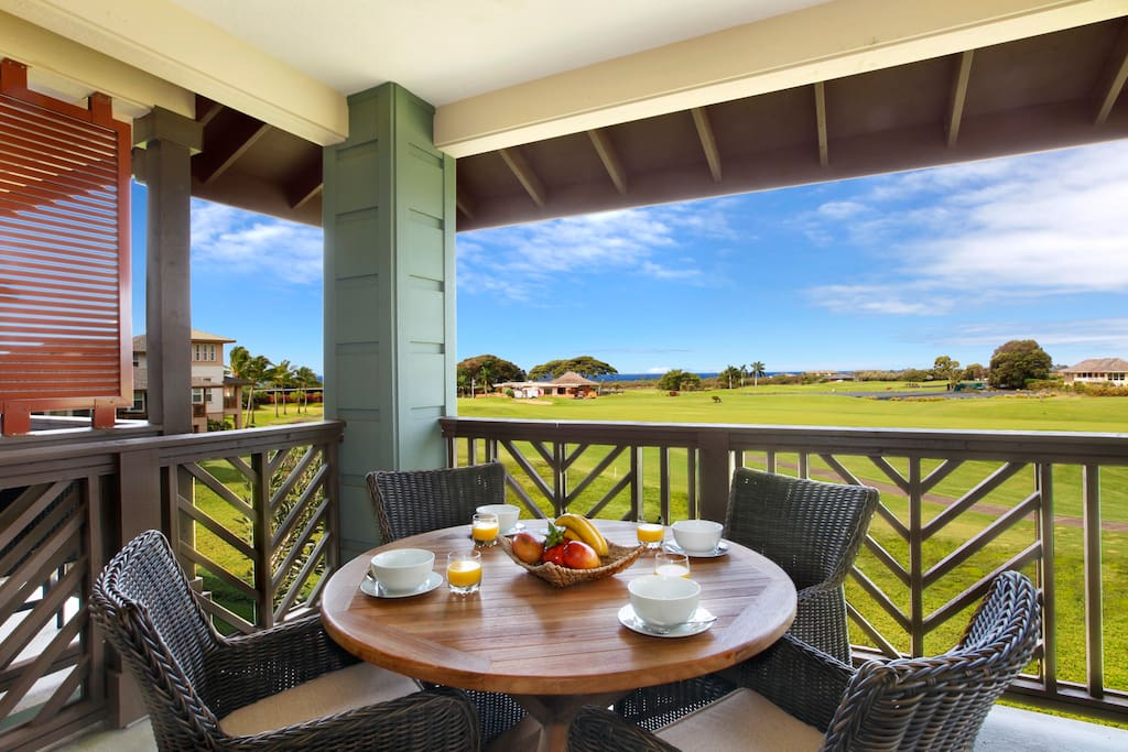 Dining on the back lanai with ocean, golf course, mountain views.