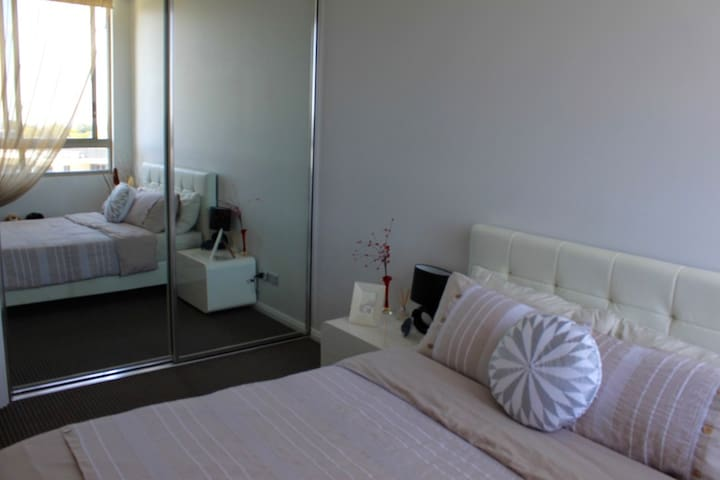 Private room with ensuite in a modern apartment - Epping - Appartement