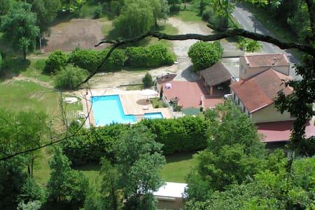 Gîte dans maison - Saint-Thomas-en-Royans - Hus