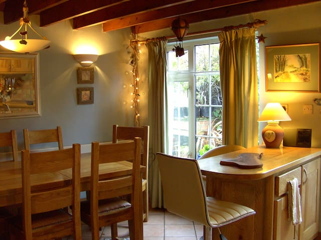 Cosy Waterside Village Cottage Cork - Glounthaune - Hytte