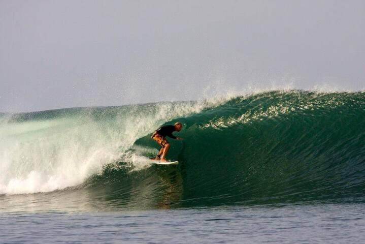 Boat Trips to Puerto Sandino: the best wave in Nicaragua!