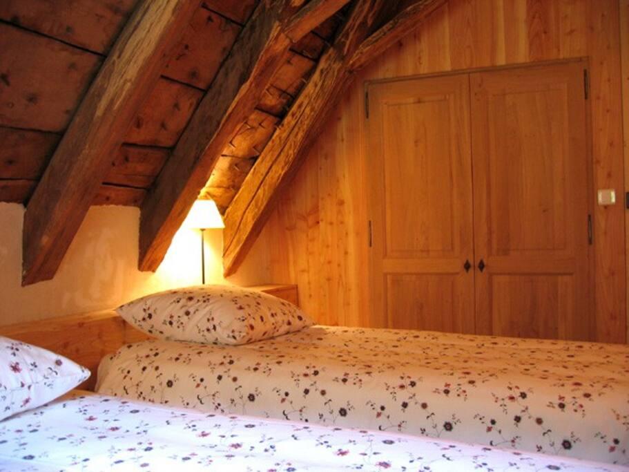 Deuxième chambre: 2 lits de 90 cm ou grand lit de 180 cm
