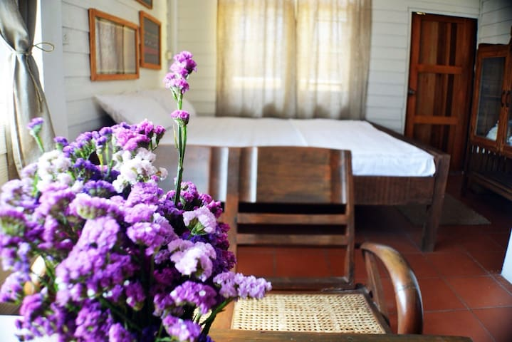 Cozy,charming room unique place.  - บ้านพานถม - Bed & Breakfast