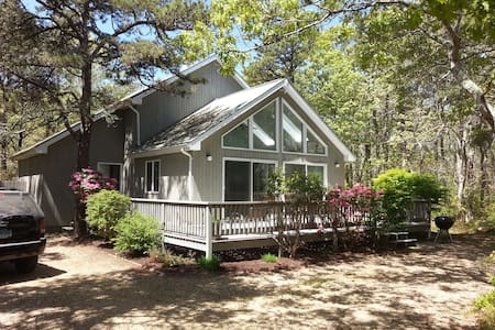 Katama Retreat! 3BR/2BA Sleeps 6, Air Conditioned!