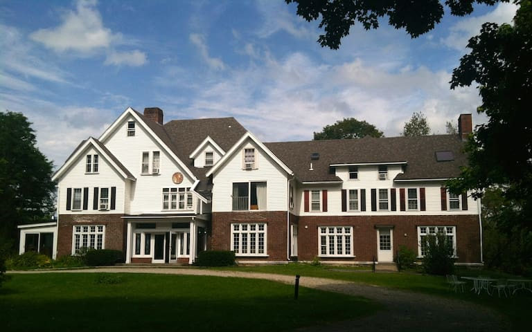 Your own Private Mansion sleeps 34! - Manchester Center