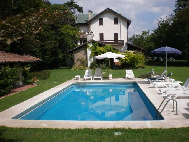 Charming villa with garden, pool and tennis court - Torreglia - Huis