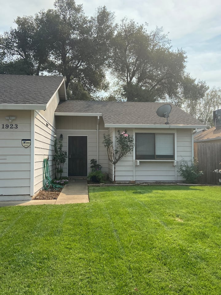 Cozy Bungalow * Minutes to Bethel* Minutes to Park